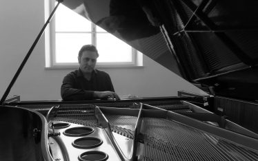 Babak Nourbakhsh, Biografie, Klavierunterricht